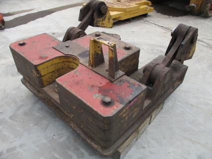 CATERPILLAR Counterweight D9T  Counterweight 1 Van Dijk Heavy Equipment