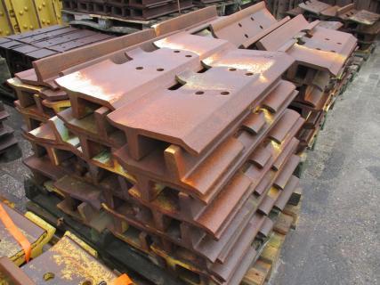 """CATERPILLAR D9H Shoe 30""""  Undercarriage 1 Van Dijk Heavy Equipment"""