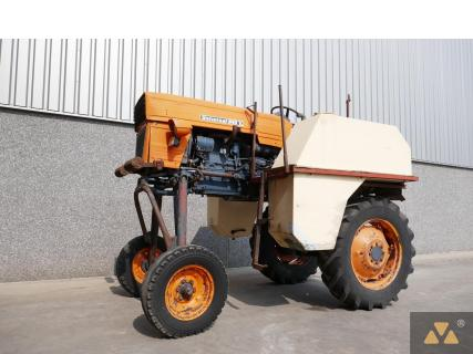 Universal 640 1987 Agricultural tractor 1 Van Dijk Heavy Equipment