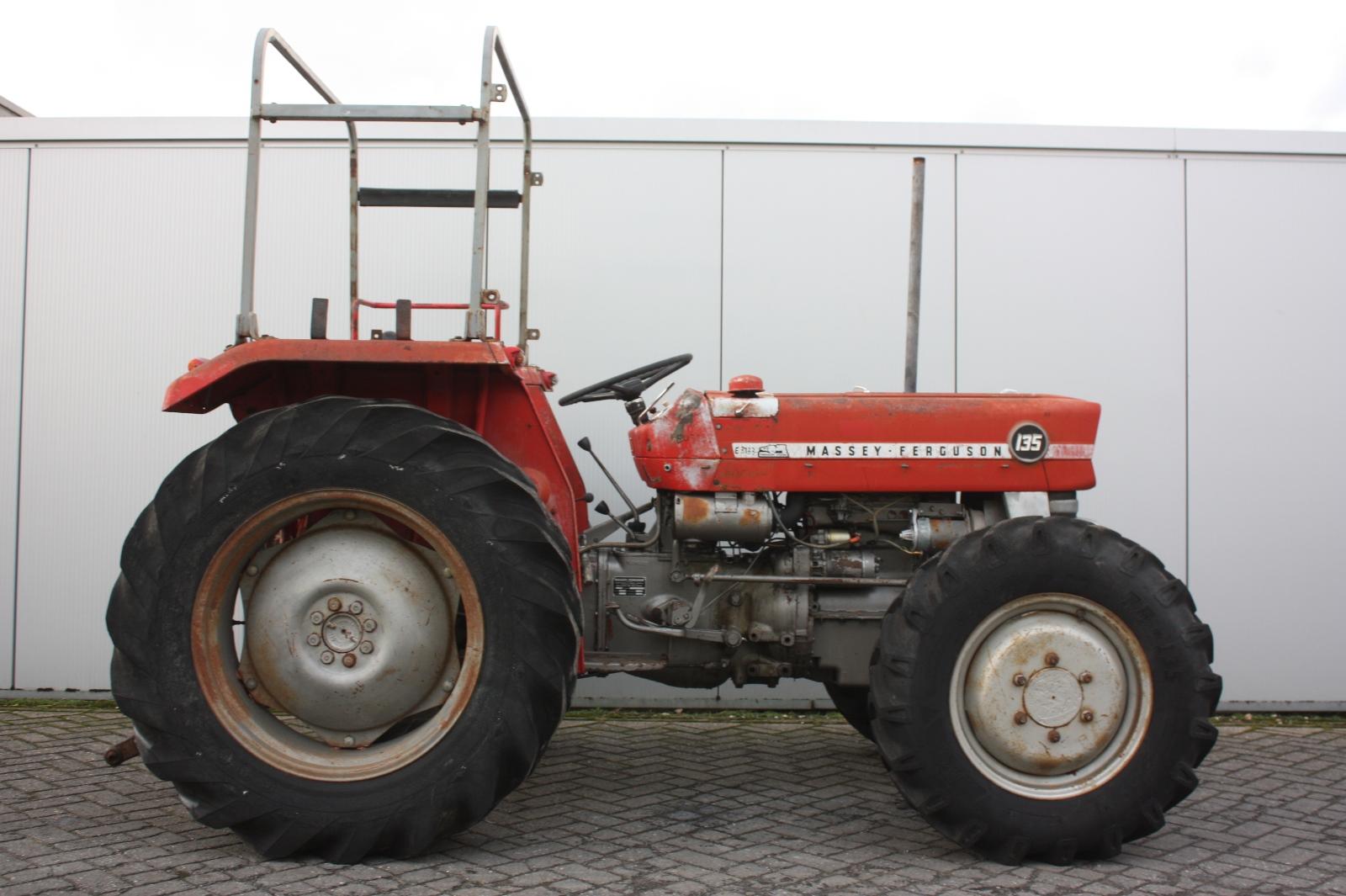 massey ferguson 135 4wd 1972 agricultural tractor van. Black Bedroom Furniture Sets. Home Design Ideas