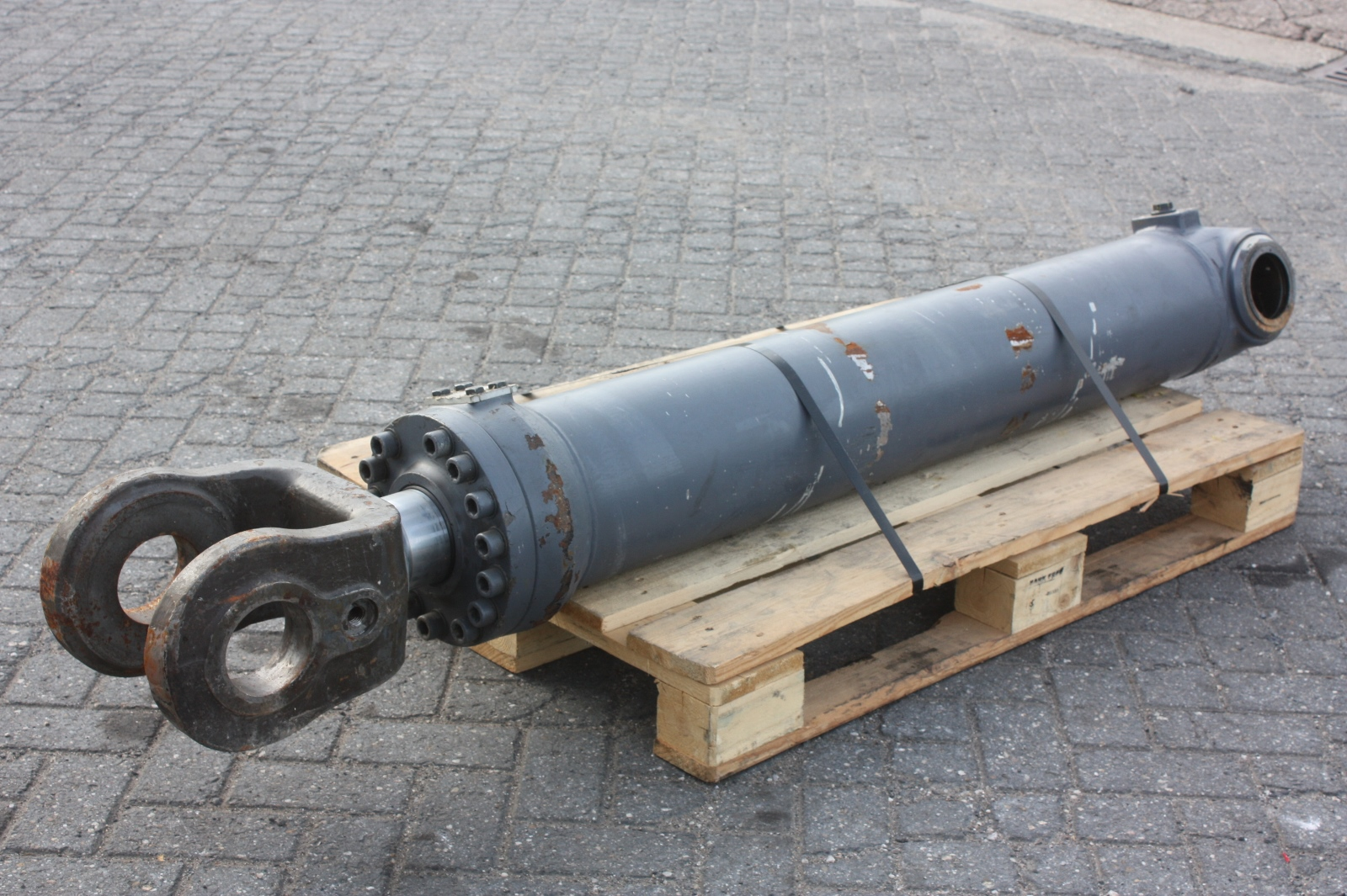 Cylinder Lifting Equipment : Volvo cylinder lift l e parts van dijk heavy equipment